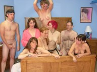 Vidéo porno mobile : Gang bang birthday, let's get the party started!